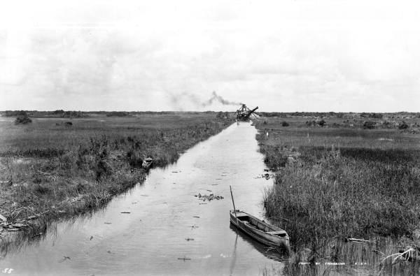 Flex Maslan Miami River night kayakfari paddle kayak canoe full moon shipyard history tamiami dredge 1920
