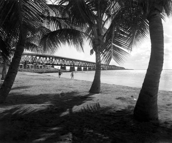 c019548 floridamemory.com Flex Maslan kayakfari Bahia Honda kayak Keys 7 mile bridge beach coral reef paddle 1954