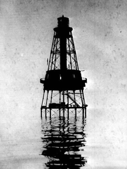 flex maslan Kayakfari carysfort reef lighthouse kayak paddle key largo pennekamp dive coral history photography surfski park 1892